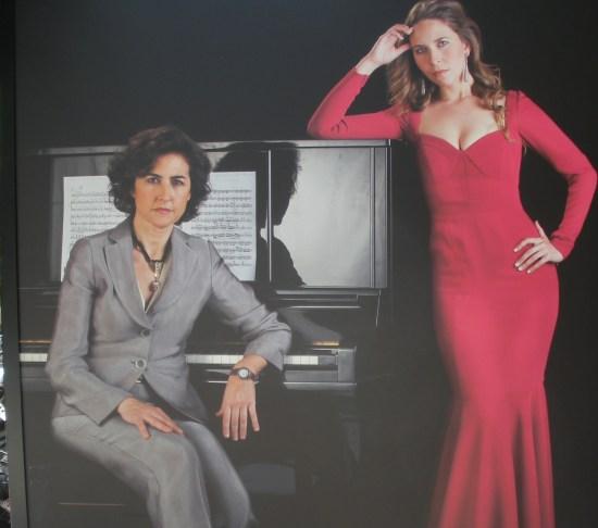 Rosa Torres-Pardo y Rocío Márquez (cantante)
